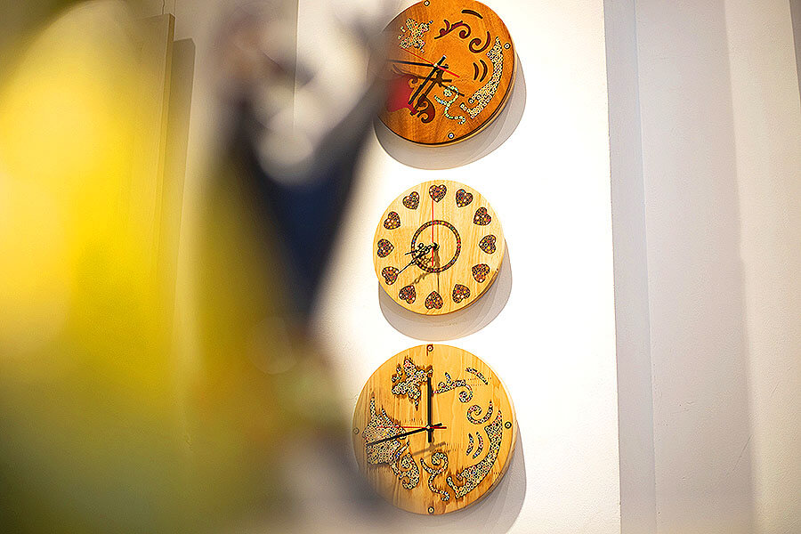 Art Rustic Wood Wall Clocks