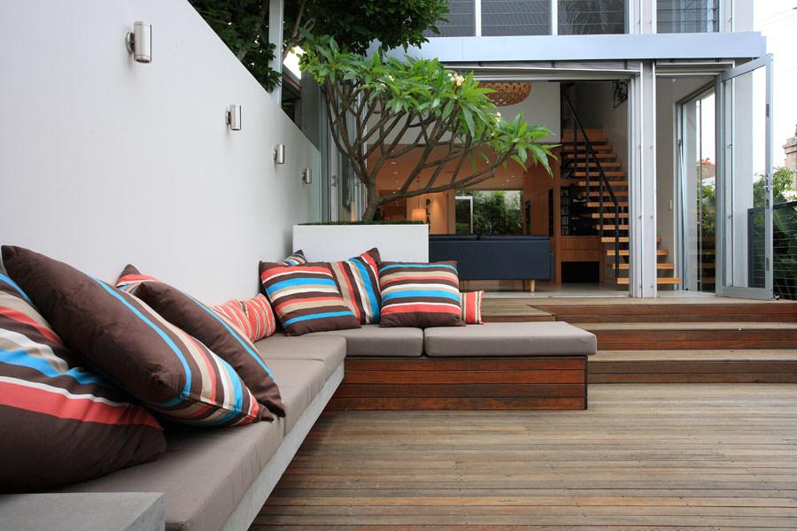 Fresh and Modern Inner City Courtyard Garden
