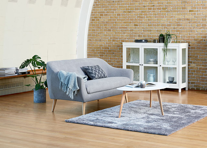 Minimalist approach to living room furnishing