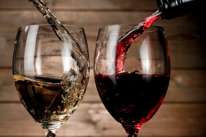 Tips To Hold A Glass Of Wine Properly